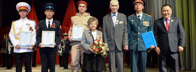 Торжественный вечер вчесть 72-летия Великой Победы в Кызыле.