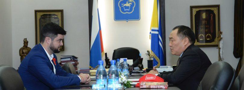 Прошла встреча Главы республики Тыва с лидером регионального отделения КПРФ Романом Тамоевым.