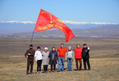 Коммунисты и комсомольцы провели субботник в Кызыле.