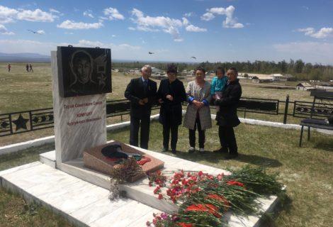 Коммунисты приняли участие в праздничных мероприятиях, посвящённых 100-летию Героя Советского Союза Хомушку Чургуй-оола Намгаевича.
