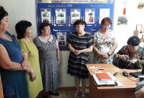 Женсовет Кызыла на встрече с представителями рескома КПРФ.