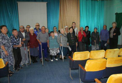 Коммунисты Кызыла встретились с пенсионерами Дома Ветеранов.
