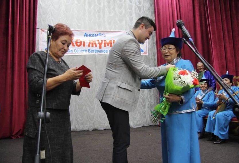 Депутаты КПРФ поздравили с трёхлетним юбилеем ансамбль «Хогжумчу»