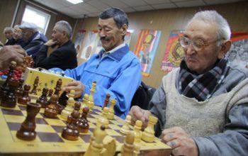 В Тувинском рескоме КПРФ прошел шахматный турнир в честь 100-летия ВЛКСМ.
