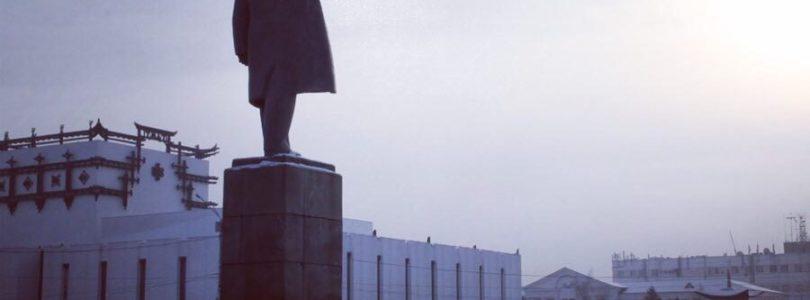 Коммунисты Кызыла возложили цветы ко дню памяти В.И Ленина.