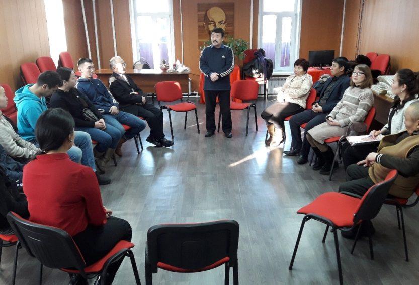 В преддверии Дня студента в Туврескоме КПРФ прошла встреча со студентами Тувинского государственного университета.