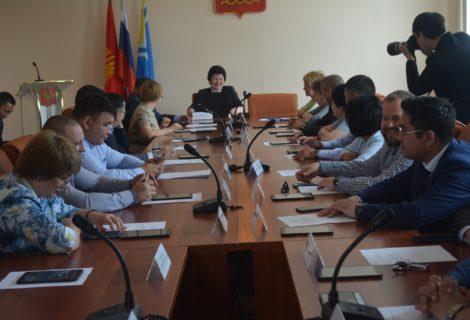 11 июня состоялась 9-ая внеочередная сессия городского Хурала