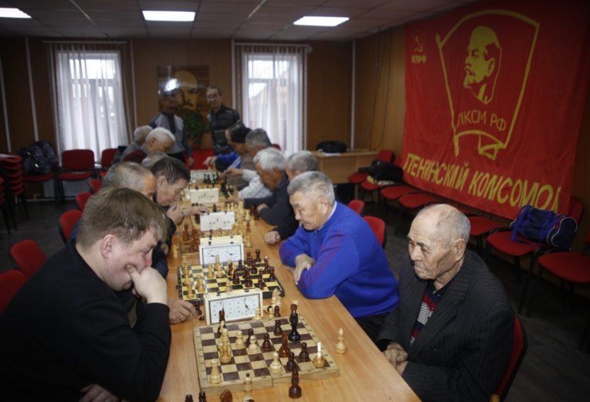 В Кызыле состоялся шахматный турнир, приуроченный ко дню рождения комсомола.