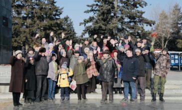 Коммунисты Кызыла возложили цветы к памятнику Владимира Ильича Ленина.