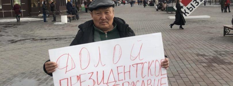 В Кызыле активисты КПРФ вышли на одиночные пикеты.