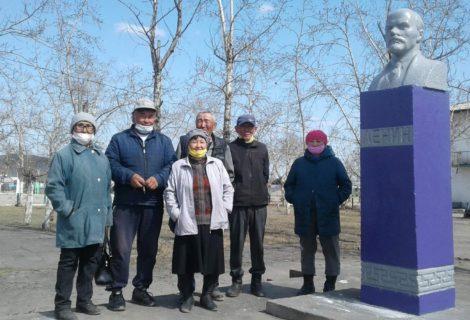 Акт вандализма в Бай-Тайге.Коммунисты восстановили памятник Ленину.