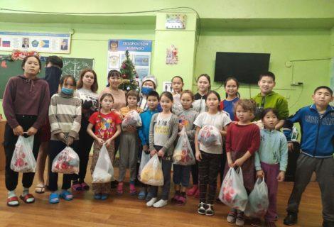 Тыва. Подарки центру помощи семьи и детям в Кызыле.