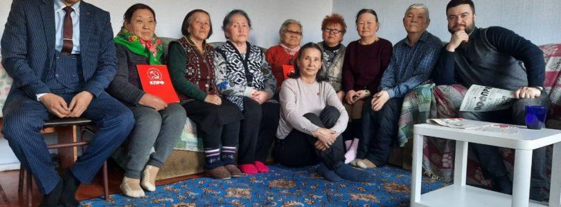 Коммунисты Чаа-Холя провели встречу с представителями аппарата Туврескома КПРФ.