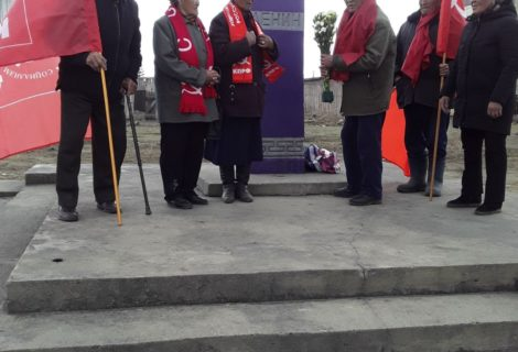 Бай-Тайгинцы возложили цветы к памятнику В.И.Ленина