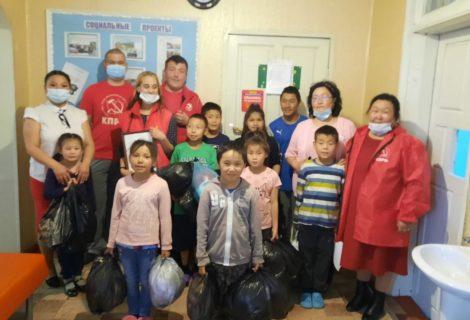 Ребятишки Турана рады вниманию и подаркам в День защиты детей.